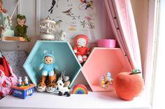 Maman Chou a déniché de jolies #étagères #pastel chez #babou pour la chambre de Laurette