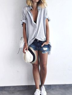 The perfect summer outfit : striped boyfriend shirt, destroy short, panama hat and white sneakers                                                                                                                                                                                 Más