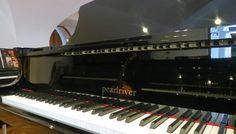 Bom dia! Está a pensar comprar um piano? Venha ao Salão Musical de Lisboa! Pianos Pearl River, Yamaha e Schimmel.