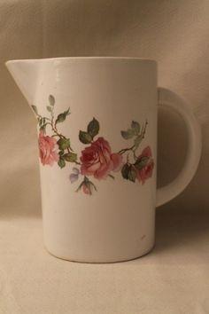 Arabia Ruusu Maitokannu / Kannu Harvinainen Malli APA- Leima - Huuto.net Kitchenware, Tableware, Finland, Retro Vintage, Stuff To Do, Porcelain, Pottery, Ceramics, Dishes