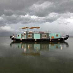 floating house - with a touch of Viking?  'Nother dream housr