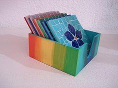 Base MDF, trabalho em mosaico com pastilhas de vidro. R$40,00 Mosaic Art Projects, Mosaic Crafts, Mosaic Tray, Handicraft, Coasters, Diy And Crafts, Tiles, Decorative Boxes, Crafty