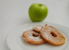 Jablečné kroužky v pivním těstíčku.