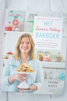 Neem een kijkje in het nieuwe  Laura's Bakery Bakboek!  Een lekker zoet review.