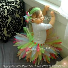 tutu, I've never seen anything like this! Even the hairpiece is made from tulle knotted at the ends. Cutest tutu I've seen since the tutu trend began! Sewing Crafts, Sewing Projects, Diy Crafts, My Baby Girl, Baby Love, Baby Baby, Tutorial Tutu, Robes Tutu, Tutu Dresses