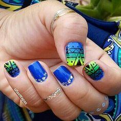 Uñas aztecas con  degradado #aztecnails, #gradient, #nails, #uñasWapas, #nailswapas, #diseñosdeuñas, #tribal, #aztecas, #jewerlytatto, #snaptats, #bluenails, #unhas