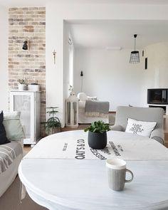 990 отметок «Нравится», 7 комментариев — Iza Kochana MLS.blog (@mls.blog) в Instagram: «Ta pustka wcale nie jest taka zła 😂 zrobiło się tak jasno ... #livingroom #mylivingroom #salon…»
