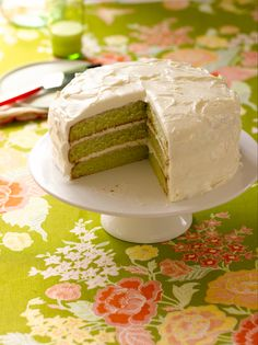 Yearwood's Key Lime Cake Trisha Yearwood shares a favorite family recipe for key lime cake.Trisha Yearwood shares a favorite family recipe for key lime cake. Key Lime Pound Cake, Key Lime Cake, Key Lime Cupcakes, Key Lime Icing, Just Desserts, Delicious Desserts, Dessert Recipes, Key Lime Desserts, Yummy Food