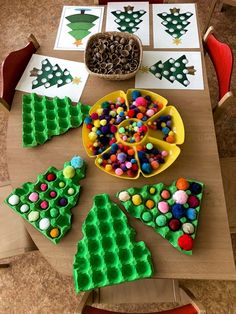 In this DIY tutorial, we will show you how to make Christmas decorations for your home. The video consists of 23 Christmas craft ideas. Preschool Christmas, Toddler Christmas, Christmas Activities, Christmas Crafts For Kids, Winter Christmas, Christmas Themes, Kids Christmas, Holiday Crafts, Activities For Kids