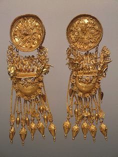 Earrings, 330-300 BCE, Ancient Greece    The Hermitage Museum.