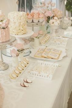 wedding/bridal shower dessert table..my maid of honor and bridesmaid must do this for me.. #everybodylovescake