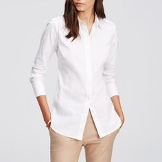 Ideal for your next business meeting, this white poplin button-down will do the job every time. It's got just enough stretch to keep you comfy and holds up through multiple creative brainstorms.
