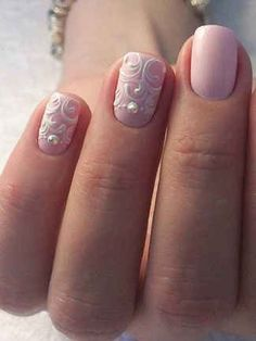 The perfect bridal manicure, pale pink nails and feminine white nail art