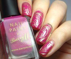 Brit Nails: Gold Filigree