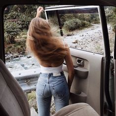 white bodysuit and vintage Levis - Travel tips - Travel tour - travel ideas Tight Jeans Girls, Vintage Levis, Vintage Boots, Ft Tumblr, Foto Casual, Damen Sweatshirts, White Bodysuit, Look Cool, Supergirl