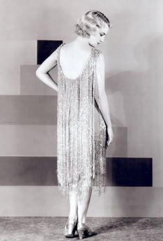 20s Fashion, Fashion History, Art Deco Fashion, Vintage Fashion, Fashion Design, Fashion Glamour, Bohemian Fashion, Fashion Styles, 1920s Evening Dress