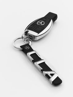 Scale replica of lettering on rear of vehicle. 3 mini split rings for quick replacement of keys. Star logo stud in leather. Carros Mercedes Benz, Mercedes Benz Cla 250, Mercedes Accessories, Car Accessories, Face Lightening, Range Rover Black, Benz Amg, Car Key Fob, Perfume