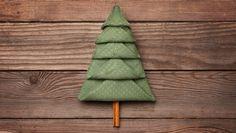 Napkins are folding for Christmas Christmas Tree Napkin Fold, Christmas Diy, Tree Decorations, Christmas Decorations, Easy Napkin Folding, Paper Dinner Napkins, Diy Buttons, Family Crafts, Holiday Wreaths