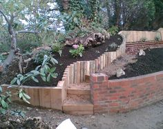 Eddie's sloping garden project with railway sleepers Photo 7