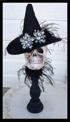 Halloween decoration A cute skull is wearing a felt witch hat with eyelash trim and two large rhinestone buttons The skull is attached to a candlestick and has a matching collar. Halloween Designs, Spooky Halloween, Table Halloween, Image Halloween, Dollar Tree Halloween, Halloween Witch Decorations, Hallowen Ideas, Holidays Halloween, Halloween Crafts
