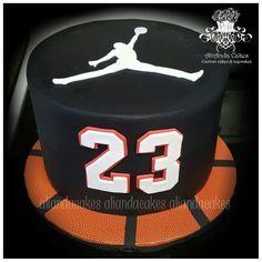 Michael Jordan Cake, Michael Jordan Birthday, Basketball Birthday, Basketball Couples, Basketball Party, Jordan Basketball, Basketball Pictures, Basketball Shoes, 23 Birthday Cake