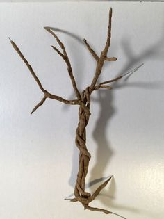 Make a spooky miniature twisted tree for Halloween from paper-covered wire, glue and paint. Detailed instructions and video explain how to make this cool twisted tree Dollhouse Miniature Tutorials, Dollhouse Miniatures, Pinterest Board, Copper Wire Art, New Year's Eve 2020, Creepy Halloween Decorations, Twisted Tree, Fairy Garden Furniture, Mini Plants