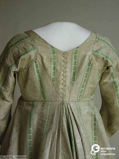 Vintage Gowns, Vintage Inspired Dresses, Vintage Outfits, Regency Dress, Regency Era, Retro Mode, Historical Clothing, Fashion History, Empire