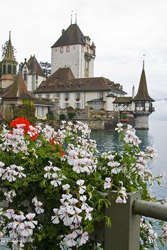 Oberhofen Castle is a castle in the municipality of Oberhofen of the Canton of Bern in Switzerland. It is a Swiss heritage site of national significance.  ..rh