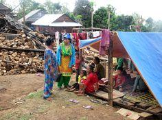 Het huis van sponsorkind Asmita (10) en haar familie stortte in als gevolg van de aardbeving. Nu zijn ze gedwongen op straat te slapen. Help Nepal: https://www.plannederland.nl/resultaten/noodhulp/aardbeving-in-nepal