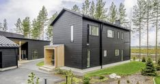 Honka Markki house represents contemporary Nordic architecture with respect for the local tradition. Scandinavian Architecture, Timber Architecture, Architecture Building Design, Nordic Home, Scandinavian Home, Cottage Style Homes, Nordic Design, Log Homes, Traditional House