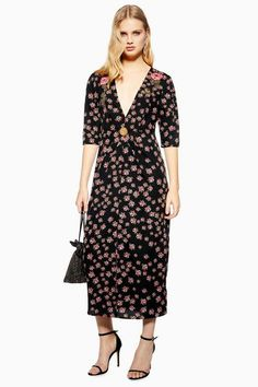 This black coloured ditsy all over flower printed midi embellished dress is floaty, floral and fabulous. Add some ankle strap heels to bring the look to new stylish heights. Older Women Fashion, Womens Fashion, Cheap Fashion, Dress Images, Black Midi Dress, Embellished Dress, Mi Long, Lady, Dress Outfits