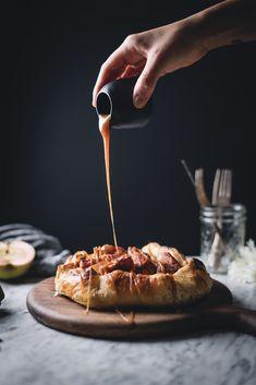 The Broken Bread-Pear and apple galette. Apple Galette, Pear Pie, Pear Tart, Just Desserts, Dessert Recipes, Dessert Ideas, Rum Butter, Caramel Pears, Desert Recipes