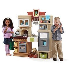 Step2 Grand Walk In Kitchen with Extra Play Food for little chefs ...