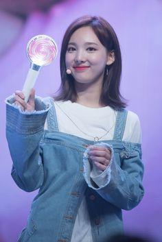 Tt Twice, Twice Once, Japanese Park, Nayeon Twice, Im Nayeon, Kpop Fashion, Girl Face, Korean Girl Groups, Ulzzang