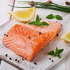 Which fish are richest in healthy omega-3 fatty acids, lowest in mercury contamination and sustainably produced? Use EWG's Seafood Calculator to get your custom seafood list based on your age, weight, and more. | EWG's Consumer Guide to Seafood