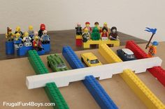 DIY Build a Lego Racetrack for Hot Wheels Cars or Lego Racers. With real Lego Race Lanes for your Cars. You can release all the Cars at once! Don't forget the crowd! Lego Duplo, Lego Toys, Lego Activities, Indoor Activities, Legos, Lego Racers, Cafe Racers, Lego Club, Lego Birthday