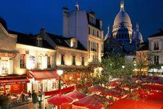 Paris, das Quartier Montmartre: Hier erwartet Sie die Basilika Sacré-Cœur, der Platz Tertre mit seinen berühmten Karikaturisten sowie das weltbekannte Kabarett Moulin Rouge. So viel gibt es hier zu sehen! Geniessen Sie die Kunst des Reisens mit Bontourism®.