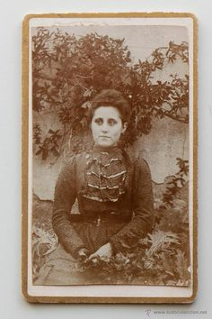 Joven de época con un rostro muy actual. Finales 1800s -  El Desván de Bartleby C/.Niebla 37. Sevilla