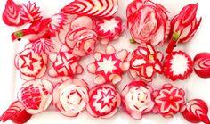 【 红萝卜玫瑰的做法】 15 How To Make Red Radish Flowers Garnish Design. Vegetable Decoration, Food Decoration, Radish Flowers, Rose Flowers, Gastronomy Food, Fruit And Vegetable Carving, Food Carving, Food Garnishes, Edible Arrangements