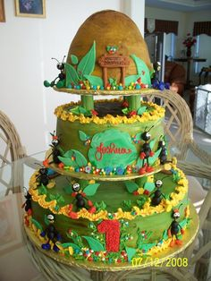 Ants and ant hill cake