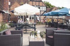 The Queens Head, outdoor seating, gastro pub, design, pub, restaurant, casual dining