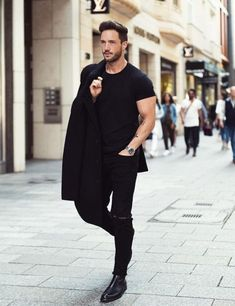 Coolest All Black Casual Outfit Ideas For Men Love wearing all black outfits? Then you are going to love these amazing all black outfit ideasLove wearing all black outfits? Then you are going to love these amazing all black outfit ideas All Black Outfit Casual, Black Jeans Outfit, Outfits Casual, Casual Shirts, Men Casual, Black Outfits, Casual Jeans, Denim Shirts, Black Skinnies
