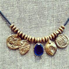 Gargantilla amuletos hindús #choker_necklace #amulets #madeinindia #iolite #emerald #rubi #hipsterstyle Choker, Charmed, Bracelets, Jewelry, Fashion, Charms, Chokers, Neck Choker, Moda