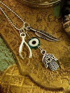 Awesome necklace for DAUGHTER OF SMOKE & BONE giveaway. ||| I NEED THIS *W*
