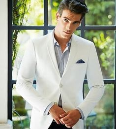 A white blazer is SO GOOD.