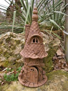 Resultado de imagen de making a fairy house for elementary clay project Clay Houses, Ceramic Houses, Ceramic Clay, Ceramic Pottery, Clay Fairy House, Gnome House, Fairy Garden Houses, Hobbit Garden, Fairy Gardens