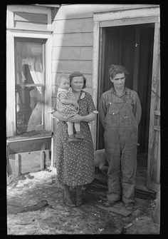 Mr. Rauhauser, wife and one of his seven children, Ruthven, Iowa. He works as a farm hand. At present he is out of work. He has made application for direct relief. 1936 Dec. Library of Congress.