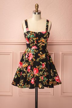 Black but not dark thanks to its colours and flowers, this dress  knows how to harmonize itself with the sun and the moon.