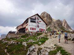 giro delle tre cime di lavaredo Camper, Wonderful Places, Austria, Mount Everest, Paradise, Places To Visit, Hiking, Adventure, House Styles