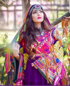 This Afghan Red Matha Patti classic and lovely design is very famous and common due to its lite weight and attractiveness. Source by rimpyghotra dresses afghani clothes Pakistani Dress Design, Pakistani Dresses, Pakistani Bridal, Bridal Mehndi Dresses, Desi Wedding Dresses, Afghan Wedding Dress, Stylish Dresses, Fashion Dresses, Moda Indiana